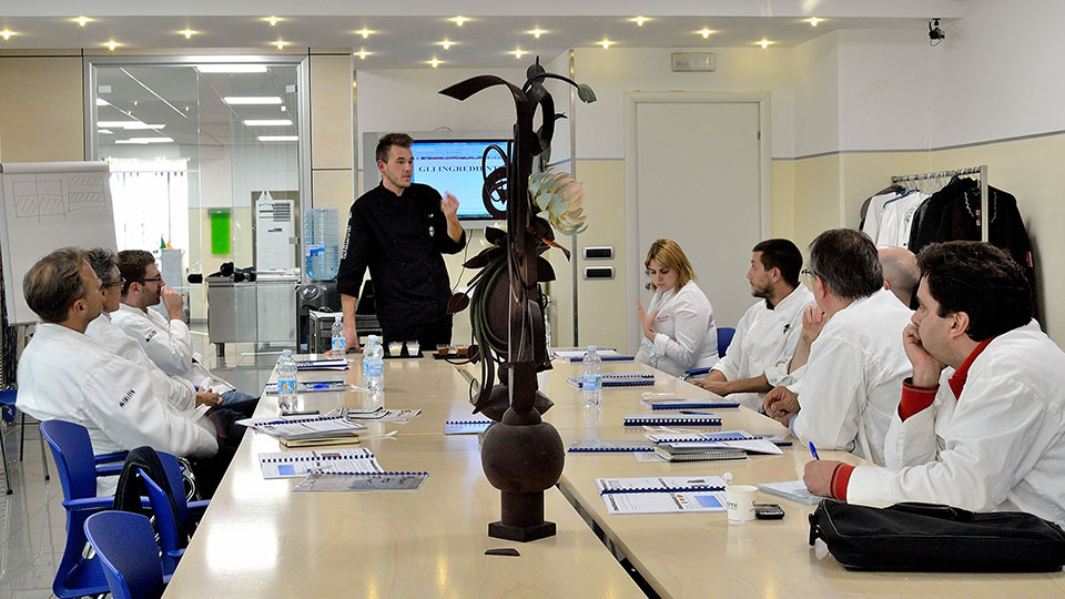 Training and specialization courses guided by master chocolatiers